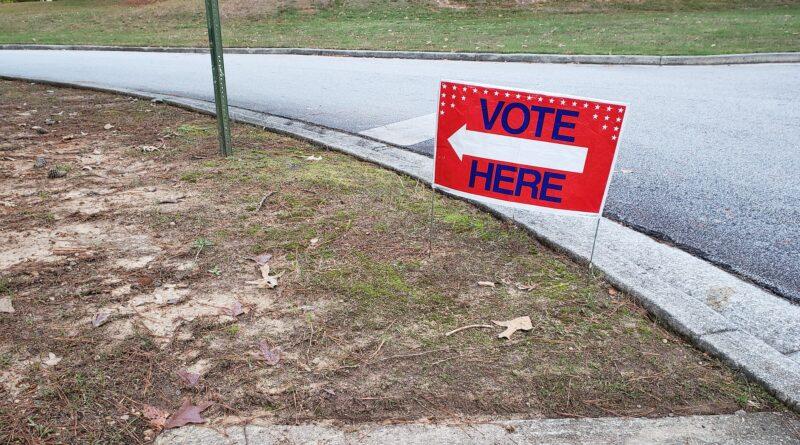 Early voting begins in Fulton